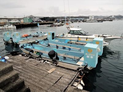 オーシャン串本の船と店の写真