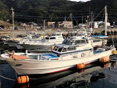 FREEDOMの船と店の写真