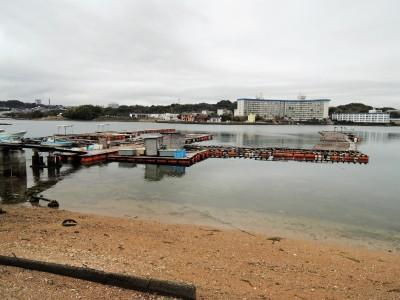 新庄漁協・鳥の巣魚釣り場の船と店の写真