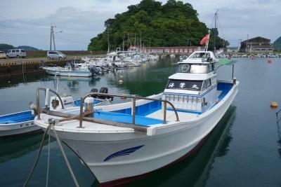 海響丸の船と店の写真