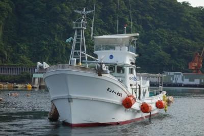 七宝丸の船と店の写真