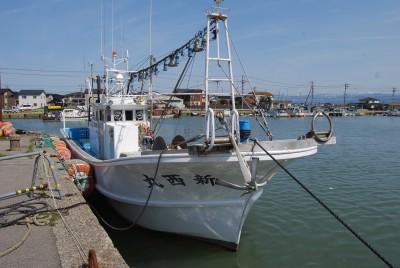 新西丸の船と店の写真
