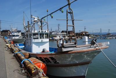 日正丸の船と店の写真