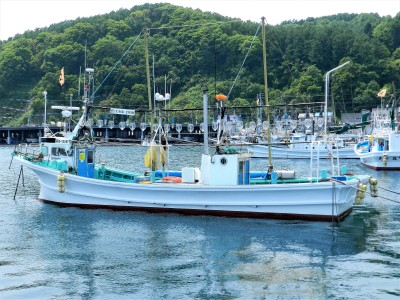 第八 宝勝丸の船と店の写真