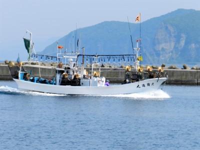 第八 寶進丸の船と店の写真