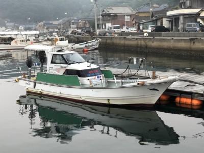 遊漁船 さくら丸の船と店の写真