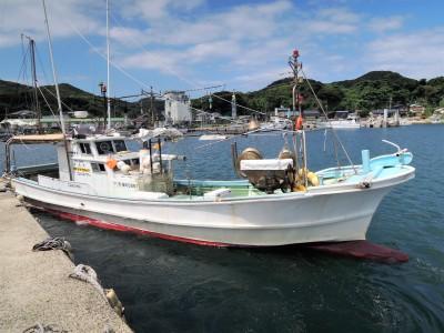 新栄丸の船と店の写真