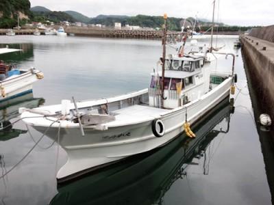ゆたか丸の船と店の写真