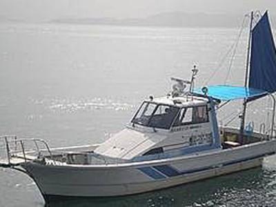 遊漁船110番の船と店の写真