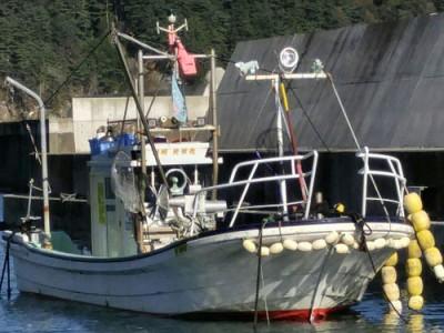 光栄丸の船と店の写真