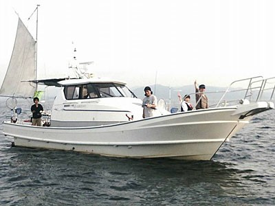 Fisherman Dreams DIの船と店の写真